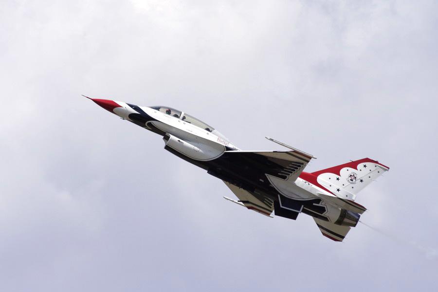 IMAGE: http://www.sallee.org/greg/airshow/airshow-009.jpg